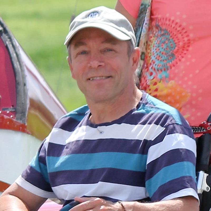 Gilles Martineau sourit à la caméra